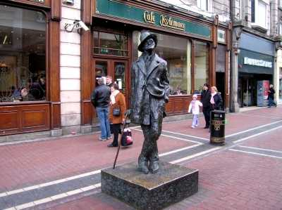 Statue of James Joyce, Dublin city centre