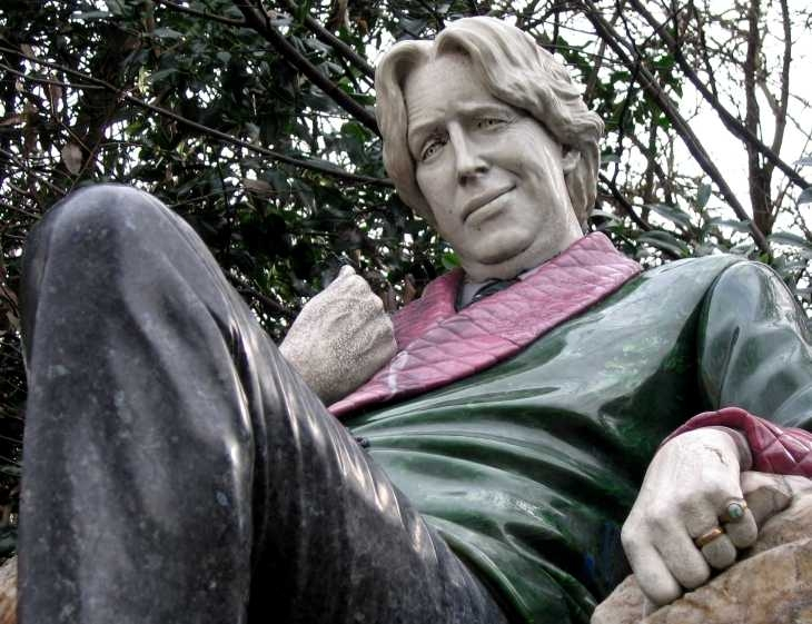 Statue of Oscar Wilde in Merrion Square
