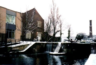 London, Islington in snow, lock on the canal